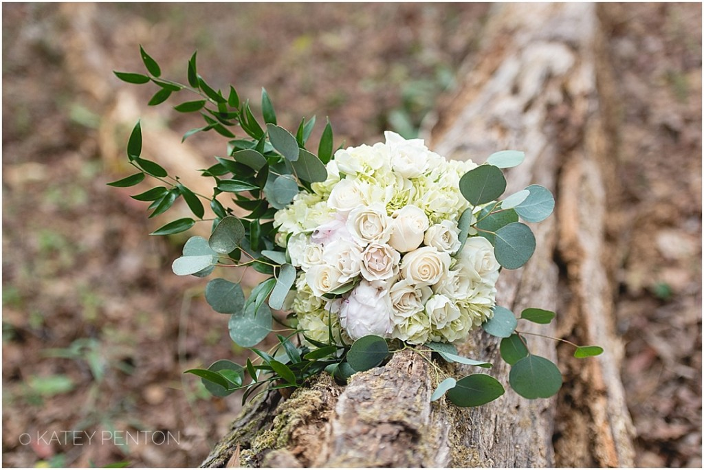gorgeous winter wedding bouquet, white flowers, woodsy winter wedding, Hard Labor Creek elopement